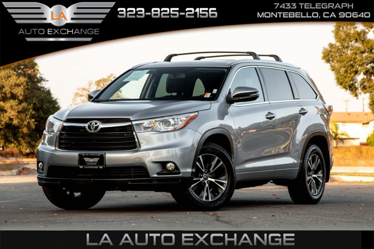 2016 Toyota Highlander XLE (Heated Front Seats & 3rd Row Seats)