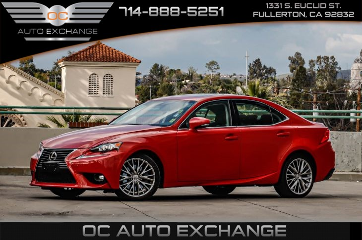 2016 Lexus IS 200t 4dr Sdn (Navigation System, Blind Spot Alert)