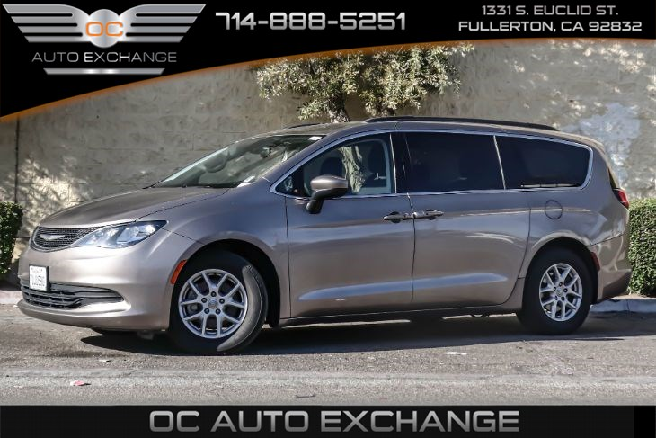 2017 Chrysler Pacifica Touring (Rearview Camera & Bluetooth)