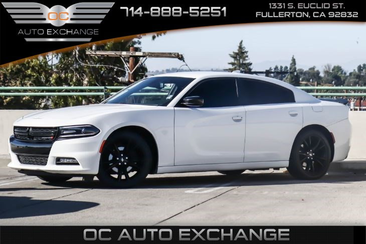 2017 Dodge Charger SXT (Blacktop PKG & Bluetooth)