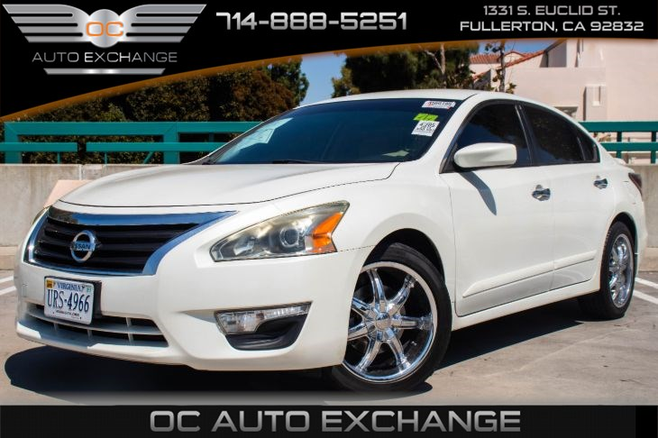 2014 Nissan Altima 2.5 S  (Back Up Cam & Bluetooth)