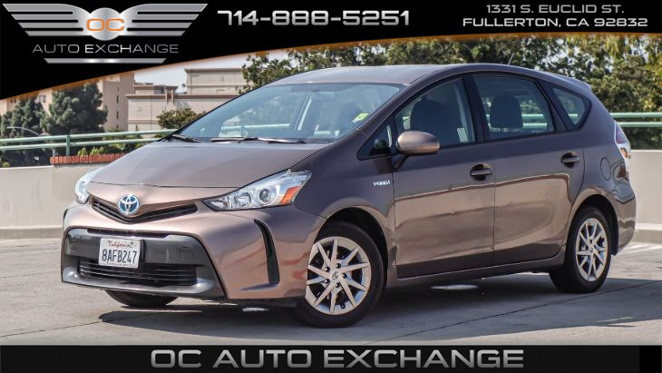 2017 Toyota Prius v Two (Back Up Cam, smart entry system, Hybrid)