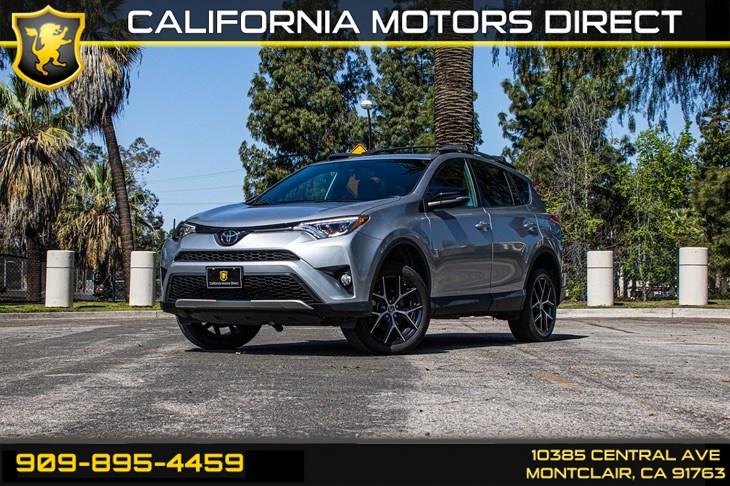 2017 Toyota RAV4 SE (SUN/MOONROOF & BLUETOOTH)