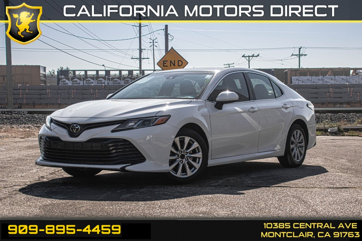 2018 Toyota Camry LE (MP3 & BACK UP CAMERA)