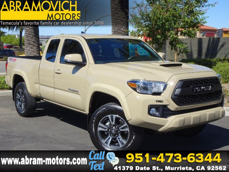 2017 Toyota Tacoma TRD Sport - 4x4 - FRESH TRADE-IN - 1 OWNER - NAVI