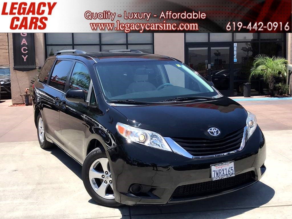 2013 Toyota Sienna LE 8-Passenger w/Backup Camera