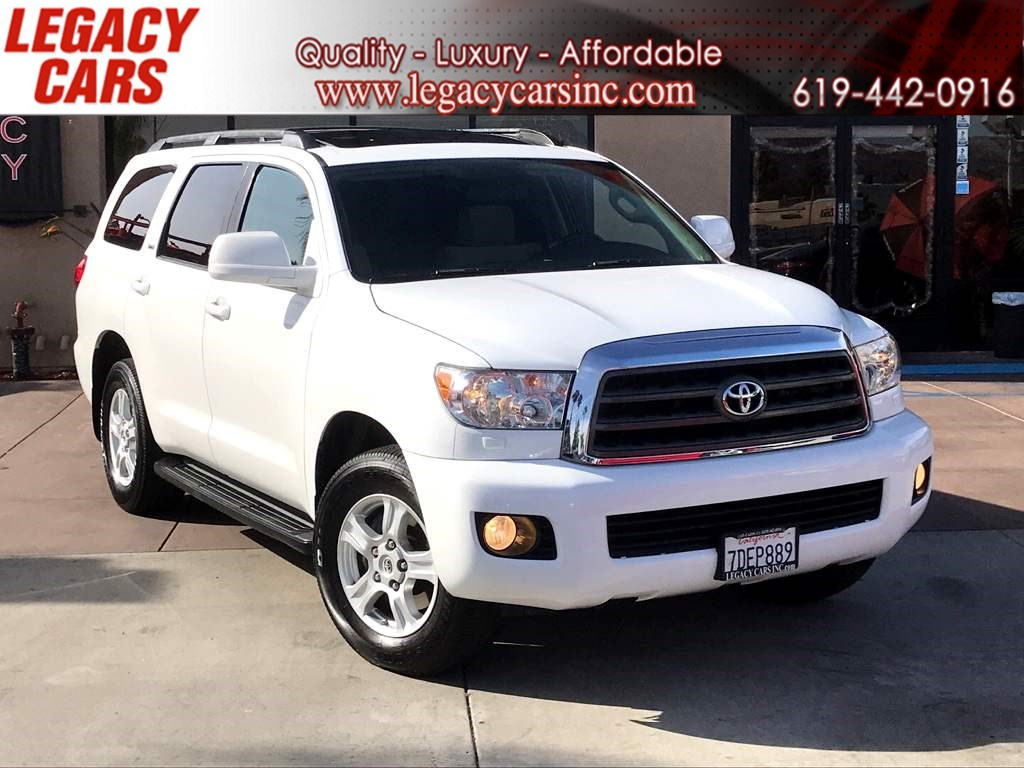 2013 Toyota Sequoia SR5 3rd Row w/Back-up Cam/Sunroof