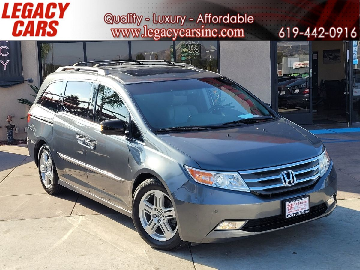 2011 Honda Odyssey Touring 8-Passengers w/Back-up cam/Sunroof/Nav