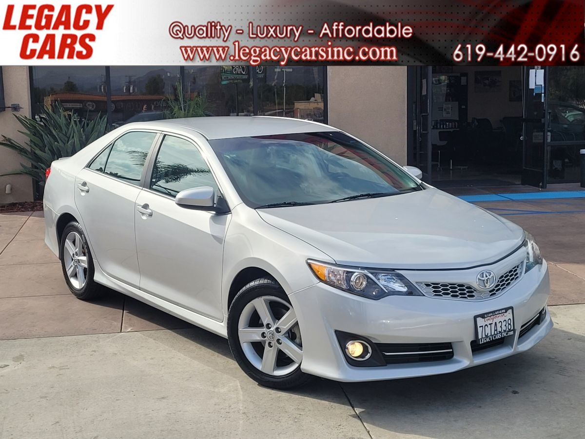2013 Toyota Camry SE PZEV w/Power driver seat