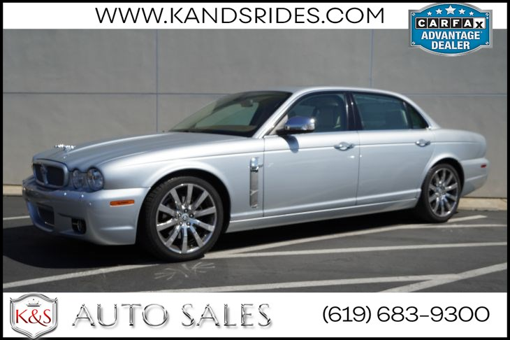 2008 Jaguar XJ Vanden Plas | Sunroof, Heated/Ventilated Seats, Bluetooth, Navigation, Veneered Picnic Tables
