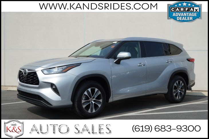 2020 Toyota Highlander XLE | *One Owner*, Sunroof, Heated Seats, Adaptive Cruise Ctrl, Blind-spot Monitor