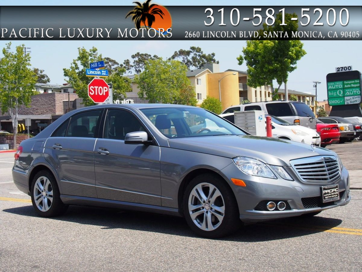 2011 Mercedes-Benz E 350 Luxury w/ NAVIGATION & Back-Up Camera   &