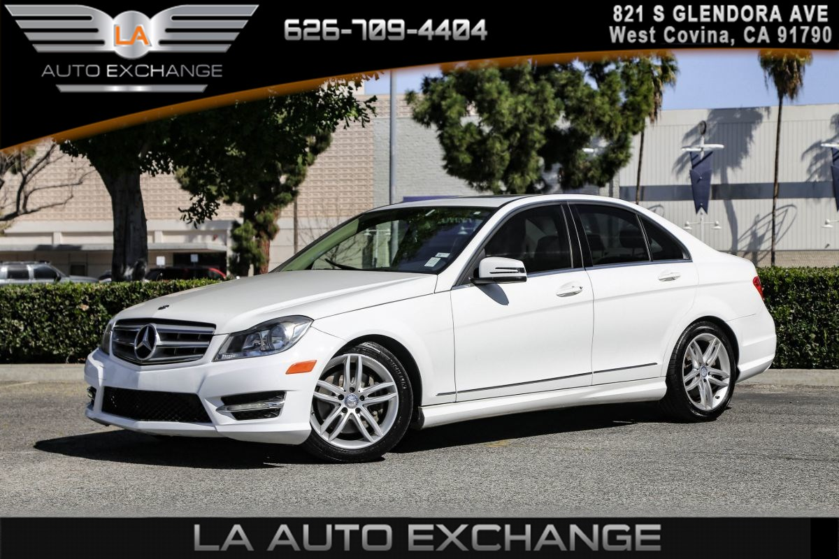 2013 Mercedes-Benz C 300 4MATIC Sport Sedan(HEATED FRONT SEATS & AC)