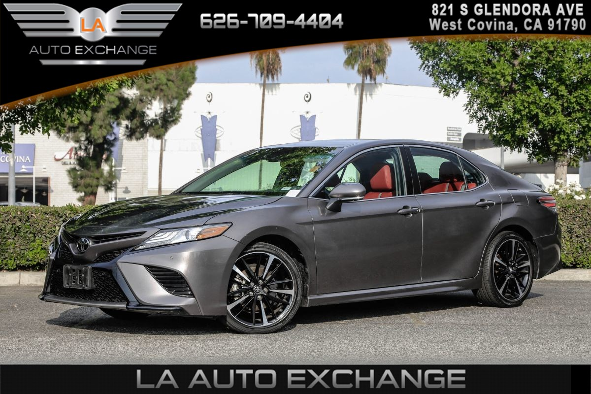 2018 Toyota Camry XSE ( RED, PERFORATED LEATHER SEAT TRIM )