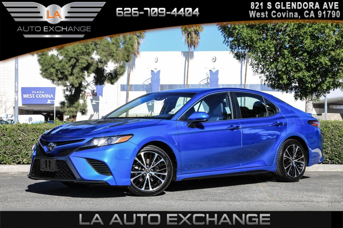 2018 Toyota Camry SE ( PREFERRED ACCESSORY PKG & BACK-UP CAMERA )