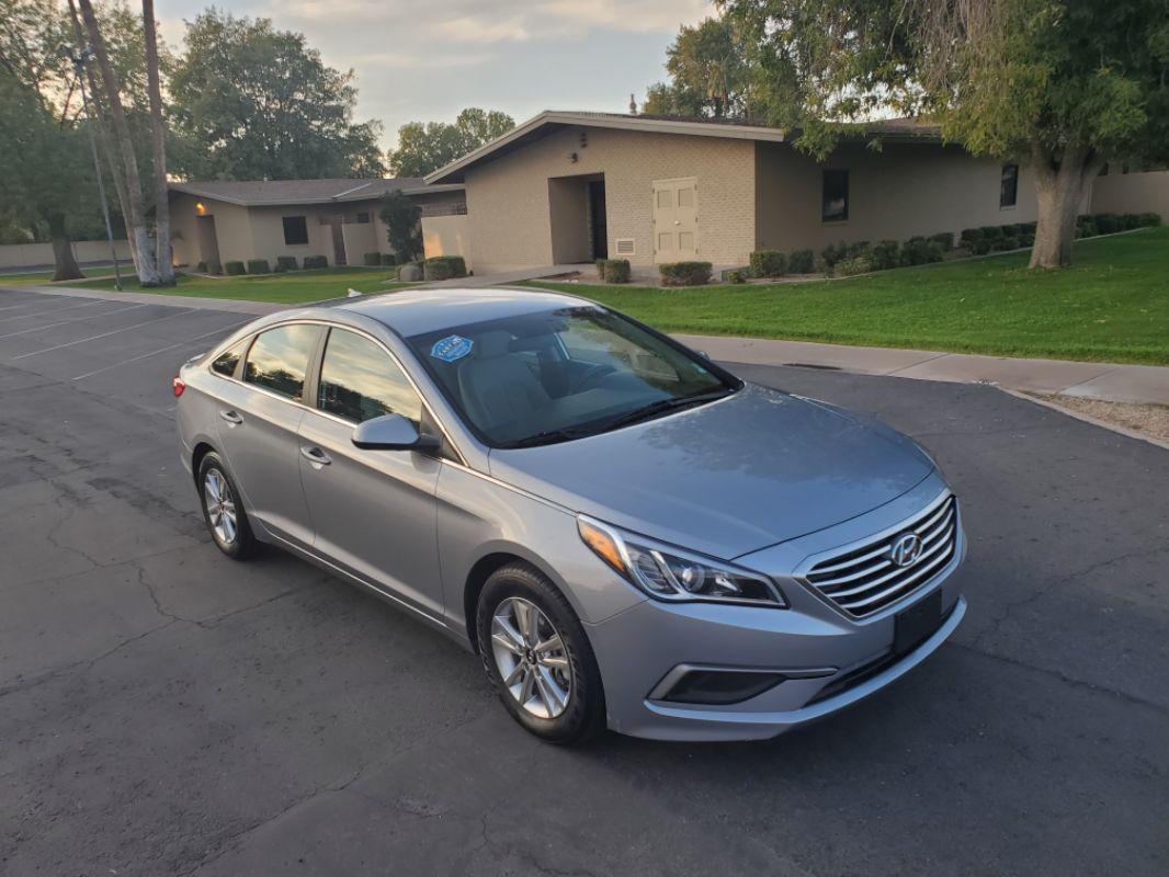 2017 Hyundai Sonata 2.4L 36 MPG plus 6 in stock!