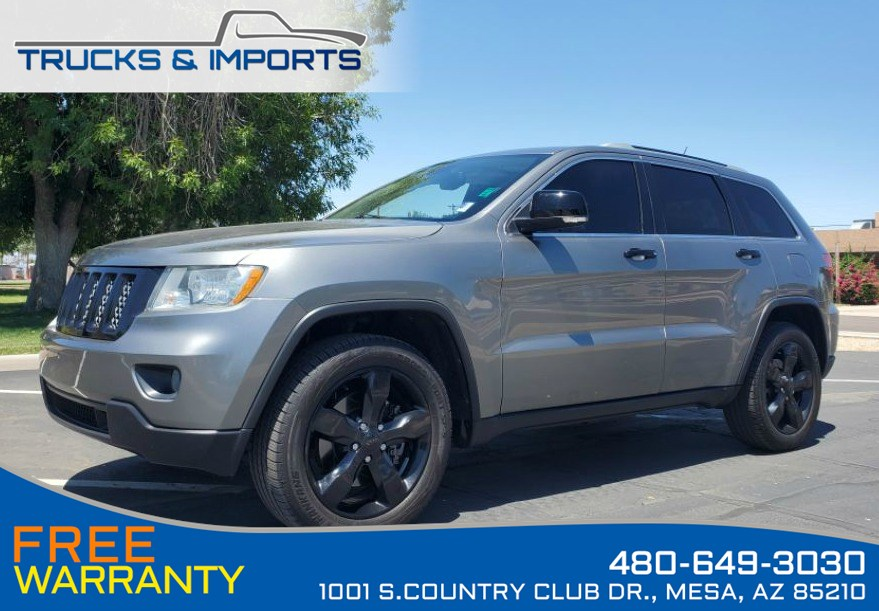 2011 Jeep Grand Cherokee Overland 4x4 HEMI plus 5 Jeeps in stock!