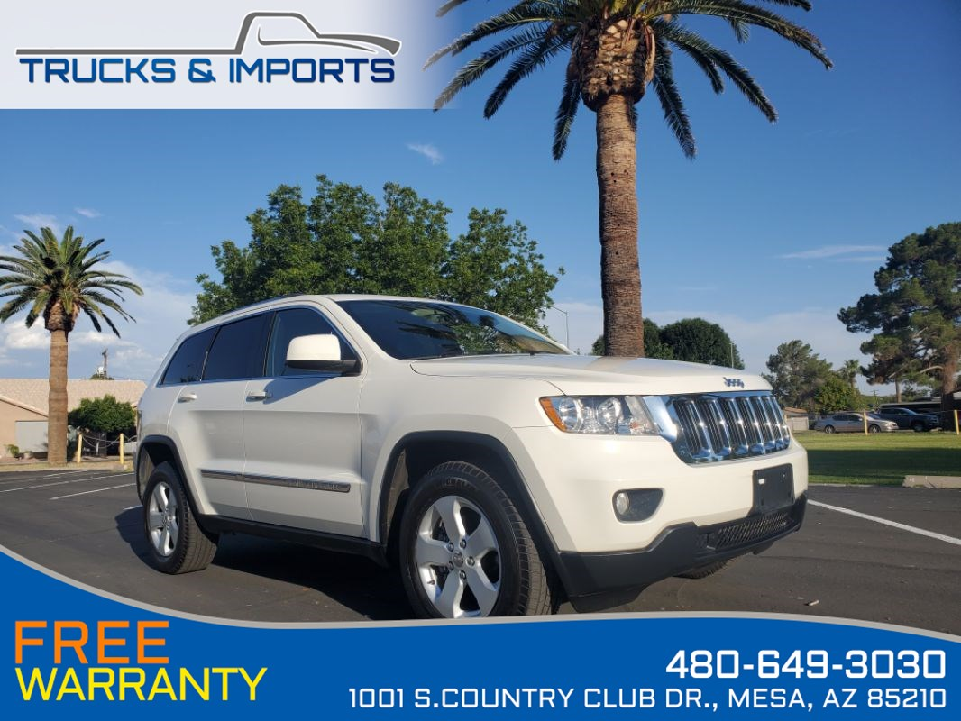 2012 Jeep Grand Cherokee Laredo Bluetooth, Navigation, Backup Camera, DVD..