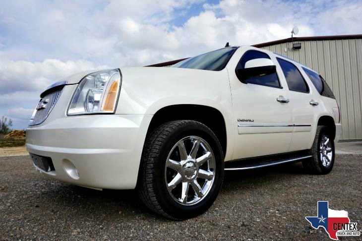 2013 GMC YUKON DENALI 6.2L AWD NAV SUNROOF CLEAN