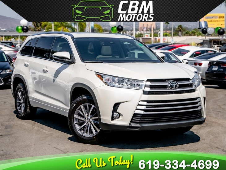2017 Toyota Highlander XLE W/ MOONROOF/ NAV/ BACK UP CAMERA/ 3RD ROW