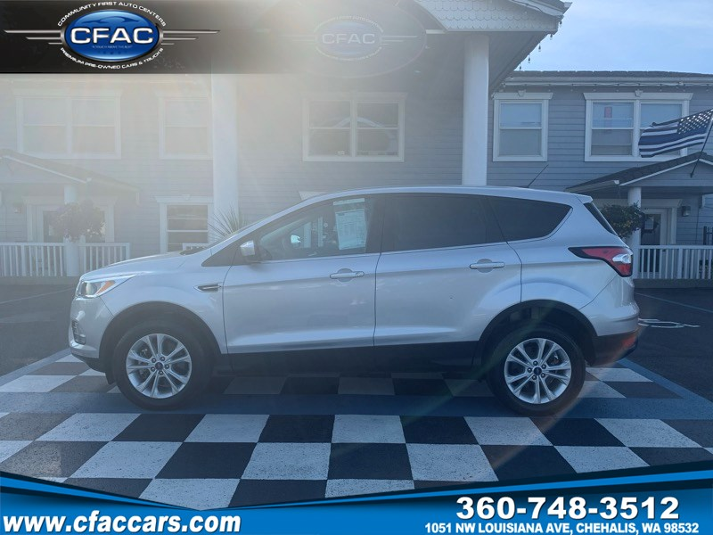 2017 Ford Escape SE 4WD SUV (1 OWNER/ 28 MPG)