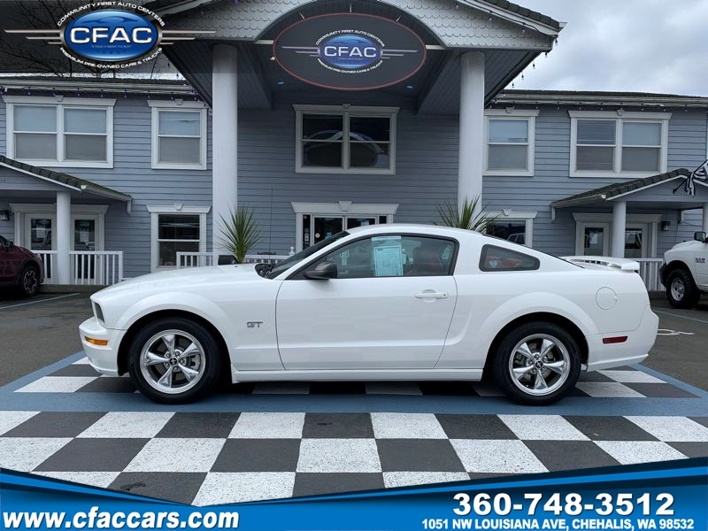 2005 Ford Mustang GT Deluxe Coupe ( 40k Actual Miles!!)