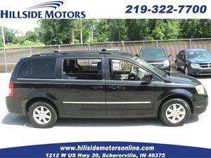 View 2009 Chrysler Town & Country