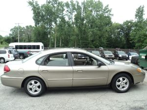 View 2004 Ford Taurus
