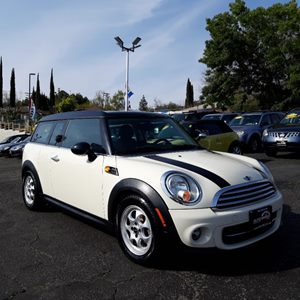 View 2013 MINI Cooper Clubman