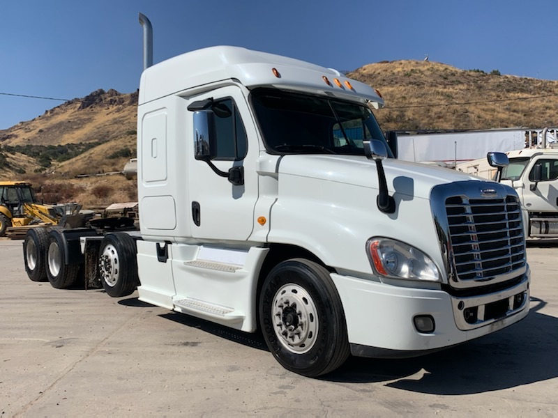 2014 Freightliner Cascadia 125 Sleeper With Mid Drop Axle
