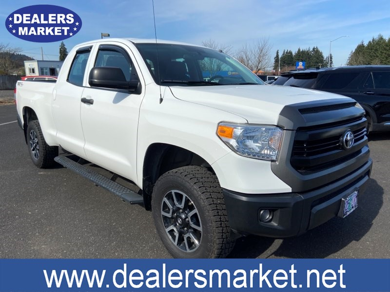 2017 Toyota Tundra 4WD HEATED LEATHER SR