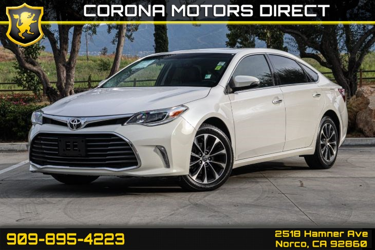 2016 Toyota Avalon XLE Plus ( MOONROOF & BACK UP CAMERA)