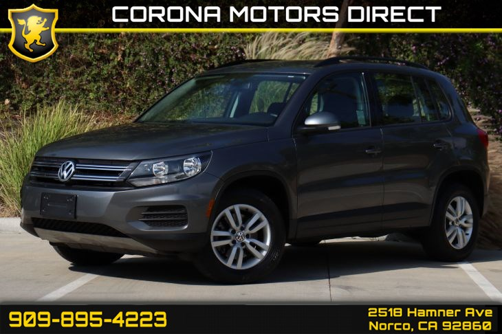 2017 Volkswagen Tiguan S (W/ Back-up Camera & Bluetooth)