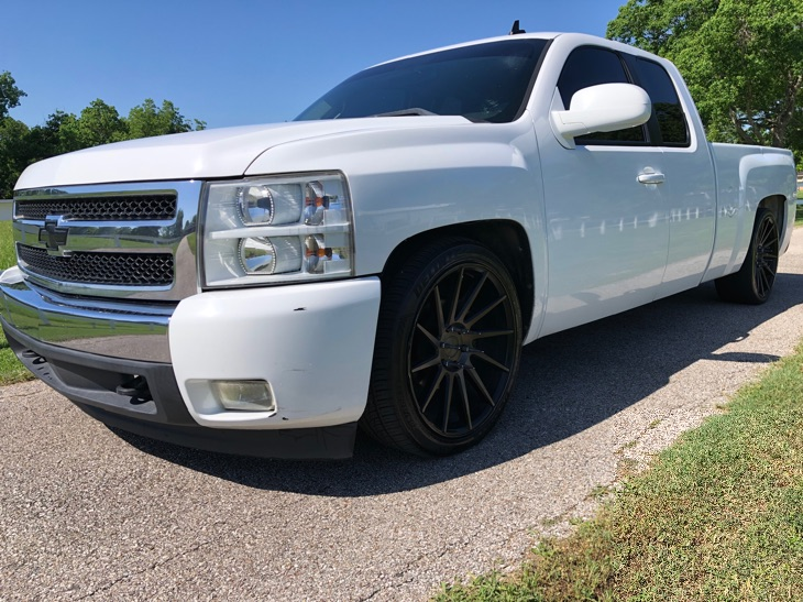 2008 Chevrolet Silverado 1500 LT w/1LT 22IN Wheels. Dropped. Roll Pan. Clean!