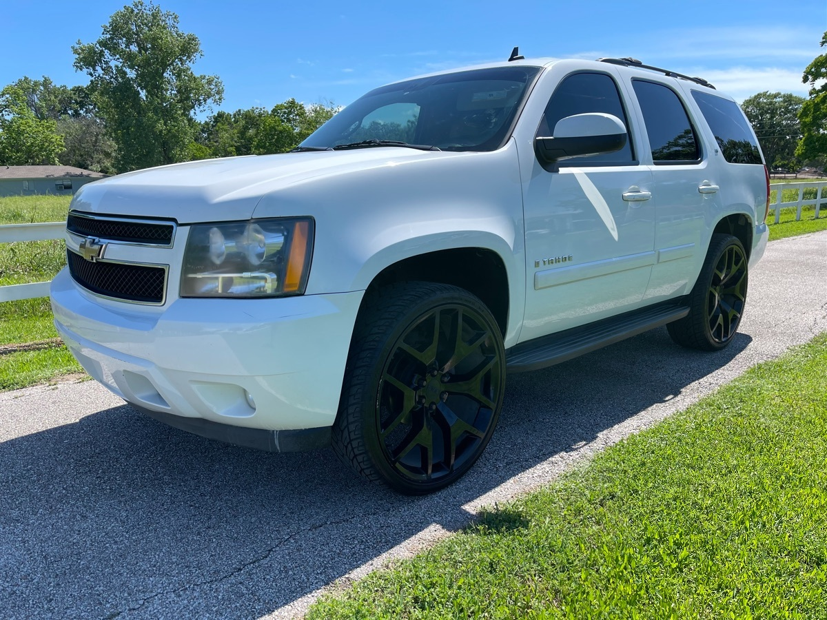 2008 Chevrolet Tahoe LT 3LT on 26IN Wheels. Leather. 3rd Row. Heated Seats