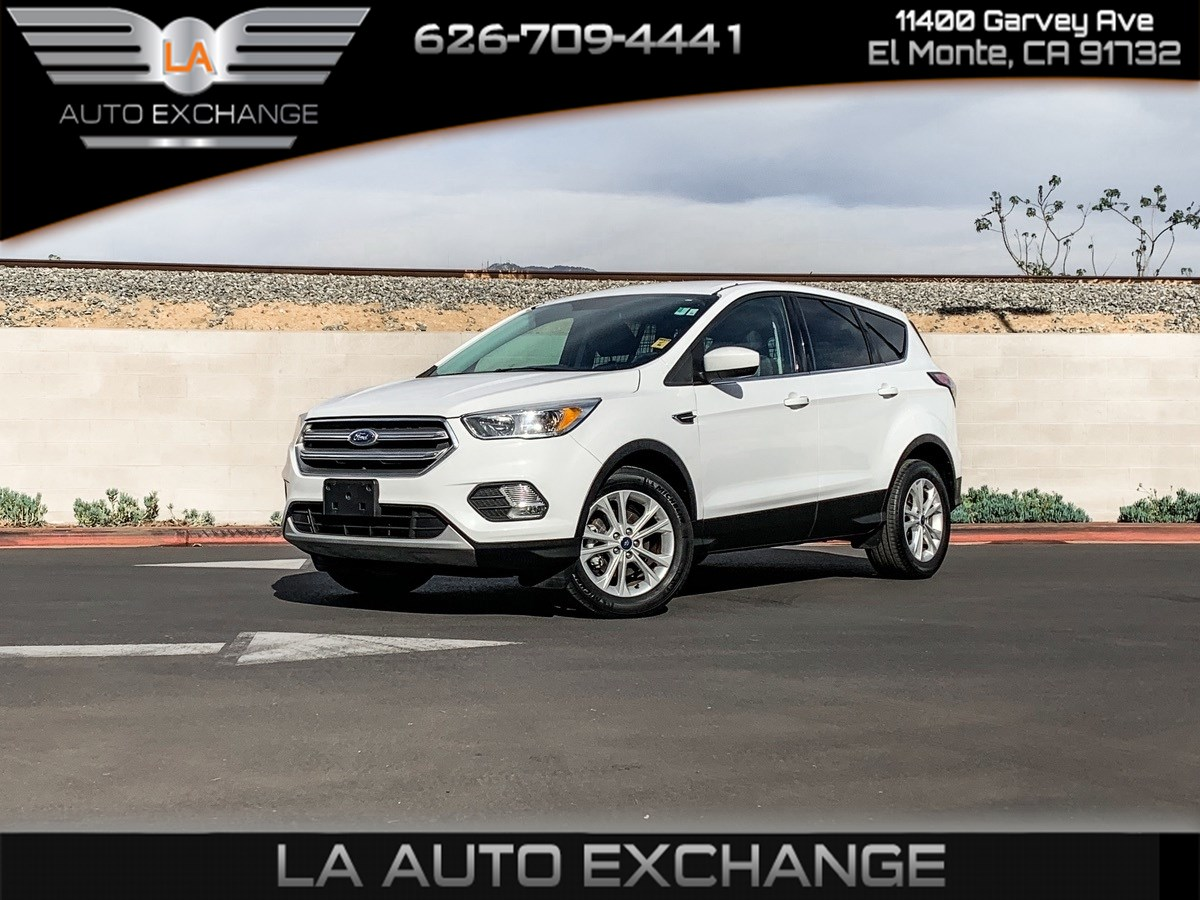 2017 Ford Escape SE (Backup Camera & Keyless Entry)