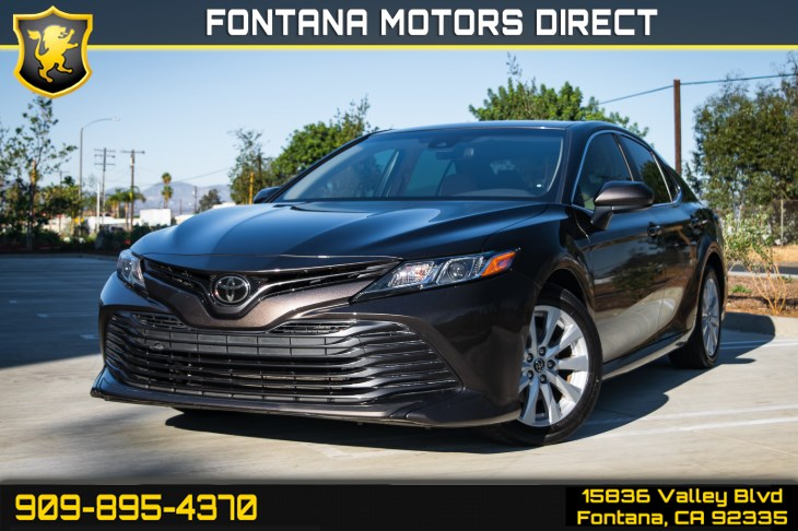 2018 Toyota Camry LE ( KEYLESS ENTRY & BLUETOOTH )