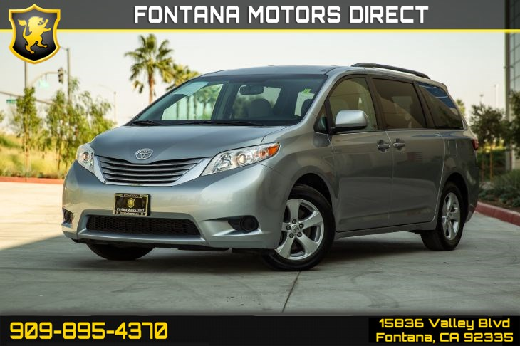2017 Toyota Sienna LE (BLUETOOTH & BACKUP CAMERA)