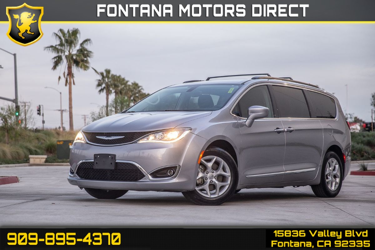 2017 Chrysler Pacifica Touring-L (BACK UP CAMERA & 3RD ROW SEATING)