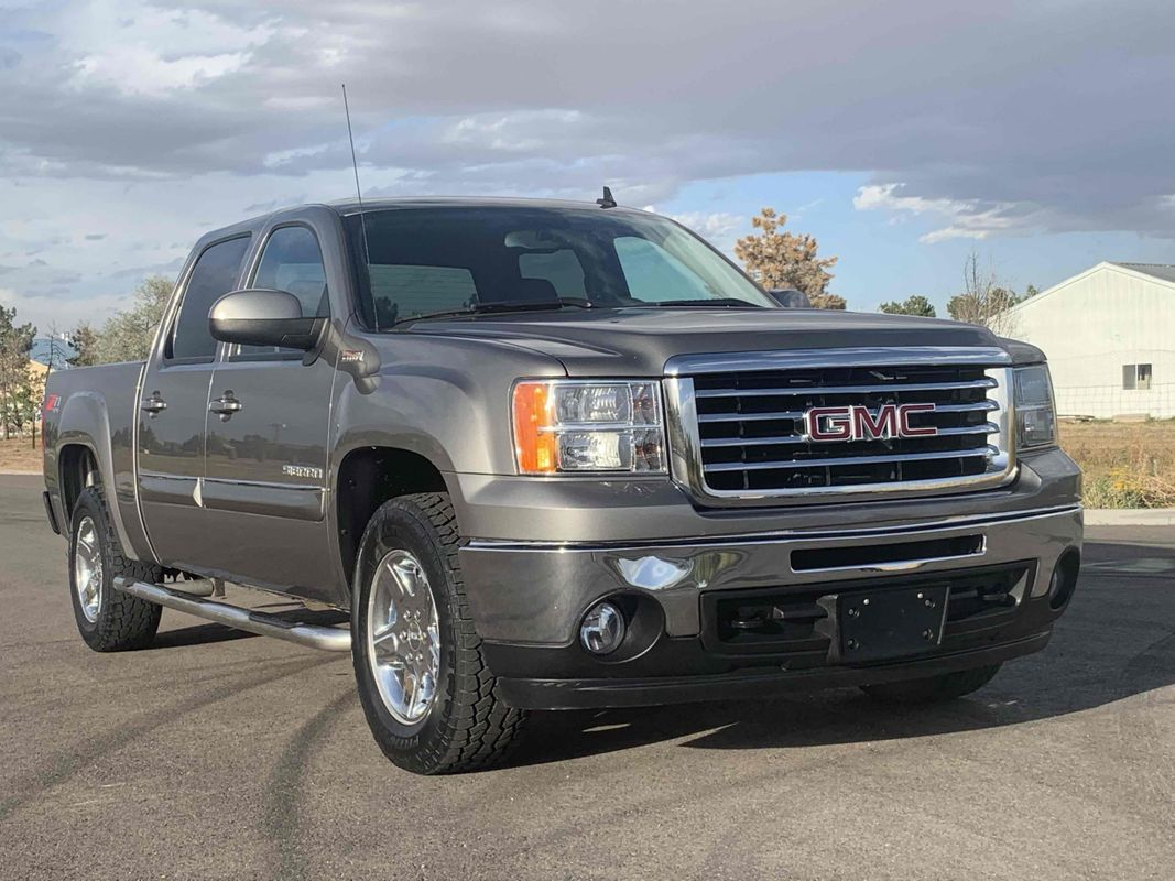 2013 GMC Sierra 1500 SLT Crew Cab Short Bed 4X4 w/All Terrain Package & Z71 Off-Road Package 5.3L V8