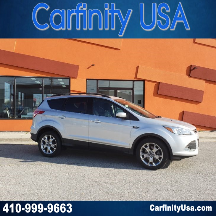 2016 Ford Escape SE 4WD w/NAV and Back Up Camera and Bluetooth