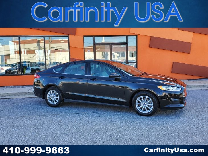 2015 Ford Fusion S w/Back Up Camera and Bluetooth