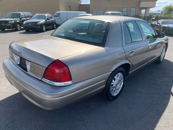 2004 Ford Crown Victoria LX - Carphabet