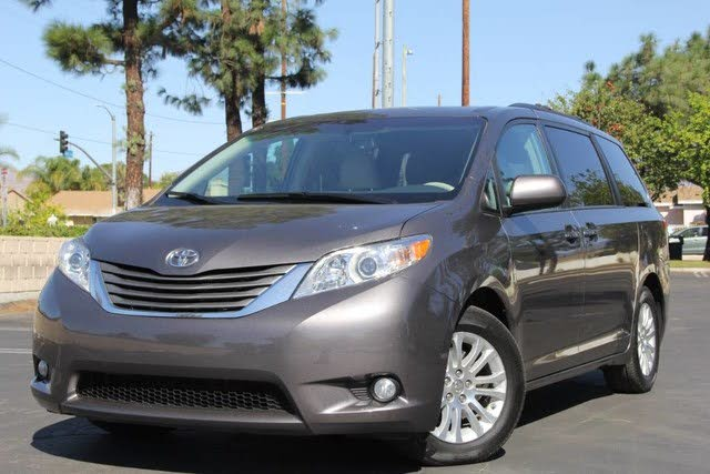 2014 Toyota Sienna XLE FULLY LOADED!!
