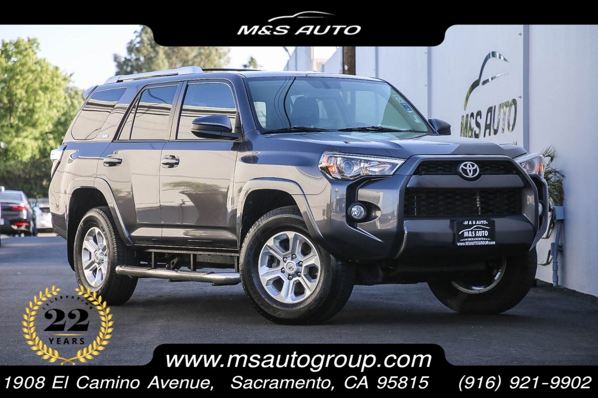 2016 Toyota 4Runner SR5 4X4 With Third Row Seat and Navigation