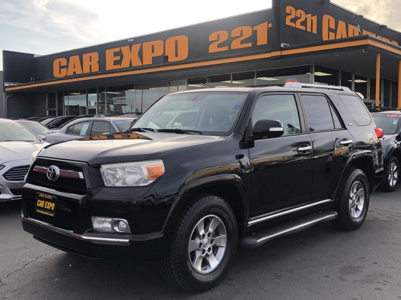2011 Toyota 4Runner SR5 - 3 Row Seats - Sunroof!
