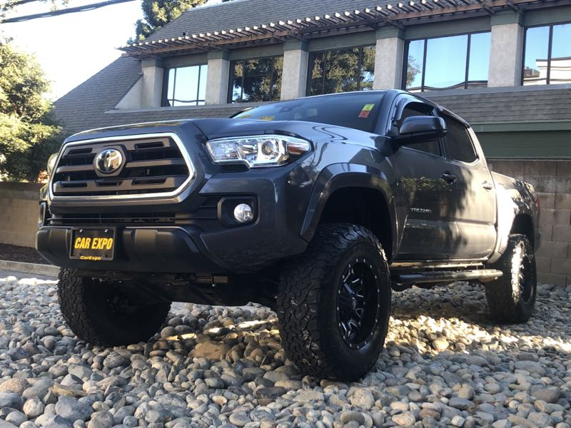 2019 Toyota Tacoma SR5 4WD off road wheels and tires