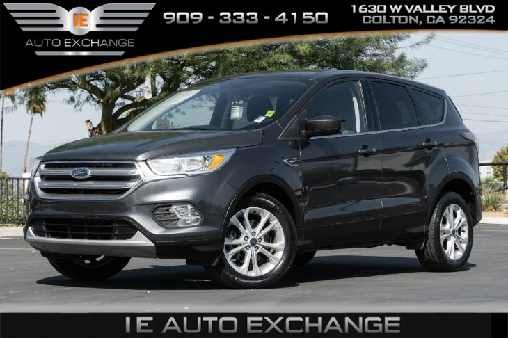 2017 Ford Escape SE (w/ Back-up Camera, Bluetooth)