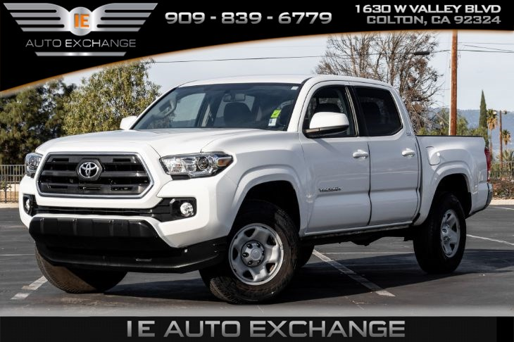 2017 Toyota Tacoma SR5 (w/ Tow Hooks, Bluetooth, Back-up Camera)