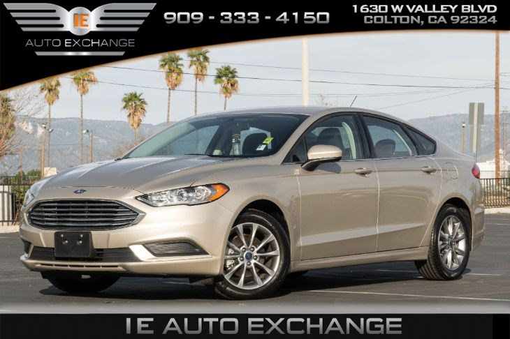 2017 Ford Fusion SE (w/ Back-up Camera, Bluetooth)